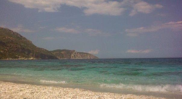 Μπάνιο στην παραλία της Κορασίδας