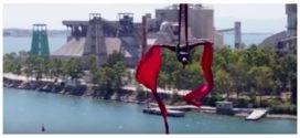 Η Κατερίνα Σολδάτου χορεύει στον αέρα από τη γέφυρα της Χαλκίδας (VIDEO)
