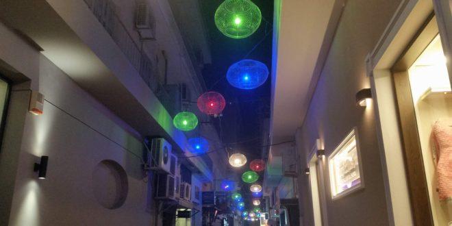 Η οδός Τσιριγώτη άναψε τα γοητευτικά της φώτα