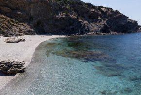 Ζαστάνι: Μία ξεχωριστή παραλία δίπλα στο Μαρμάρι.
